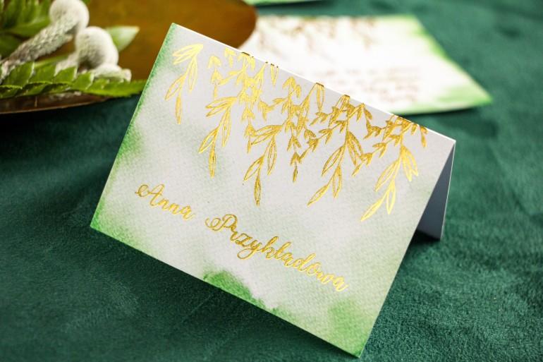 Zielone Winietki ślubne ze złoceniem. Wizytówki na stół weselny