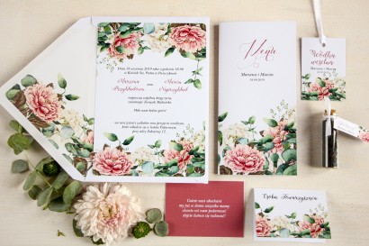 Białe zaproszenia ślubne z dodatkiem różowych i białych piwonii - zestaw próbny