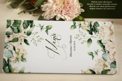 Menu weselne, grafika w stylu greenery z białymi piwoniami z dodatkiem liści eukaliptusa