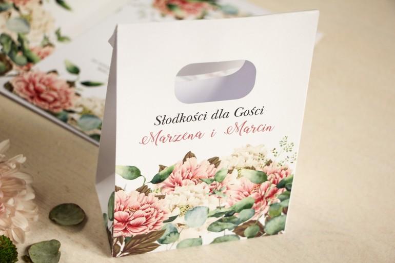 Torebeczka na podziękowania dla gości. Kwiatowy wzór z dodatkiem różowych i białych piwonii
