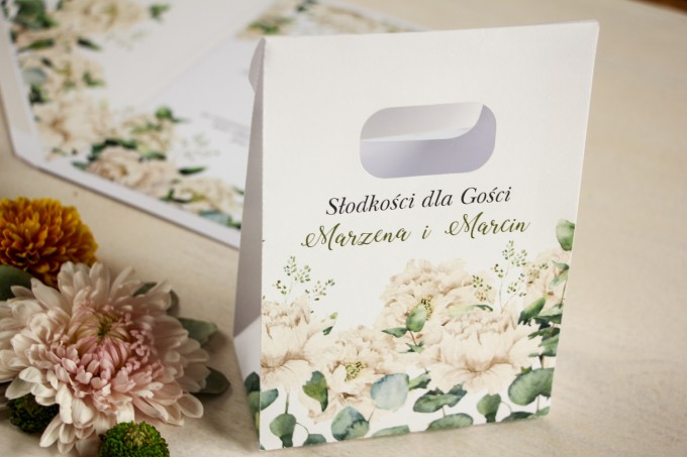 Torebeczka na podziękowania dla gości. Kwiatowy wzór w stylu greenery z białymi piwoniam