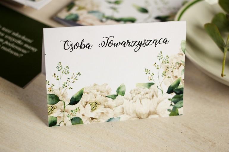 Kwiatowe Winietki ślubne na stół weselny, grafika w stylu greenery z białymi piwoniami z dodatkiem liści eukaliptusa