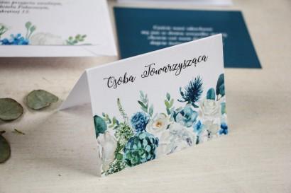 Kwiatowe Winietki ślubne na stół weselny, grafika z białymi różami z dodatkiem zielonych i niebieskich liści