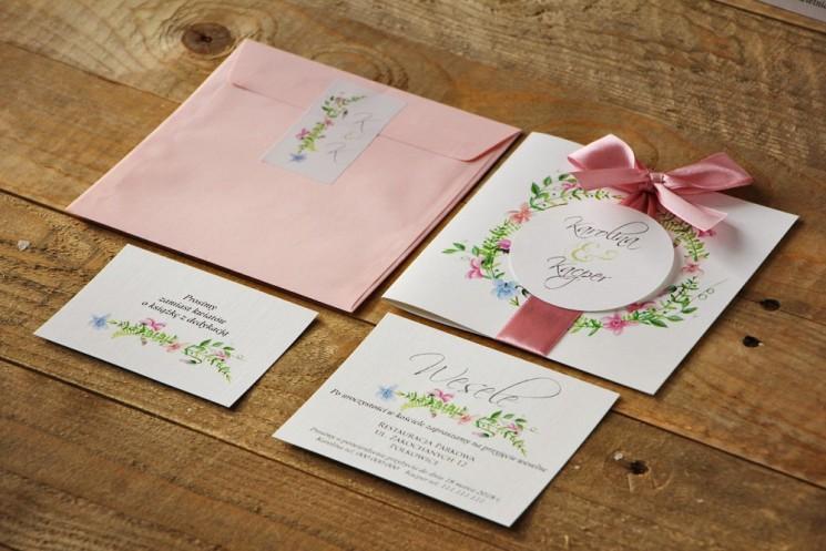 Zaproszenie ślubne z kokardą i kolorową kopertą - Akwarele nr 4 - Pastelowe fiołki z dodatkiem zieleni