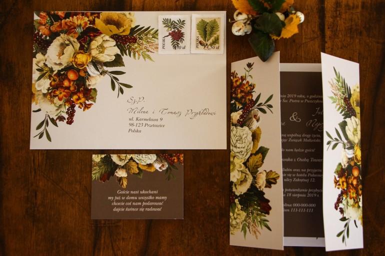 Jesienne zaproszenia ślubne z botanicznym bukietem w stylu vintage.