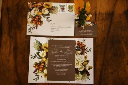 Jesienne zaproszenia ślubne z botanicznym bukietem w stylu vintage. Całość utrzymana w kremowych i brązowych kolorach