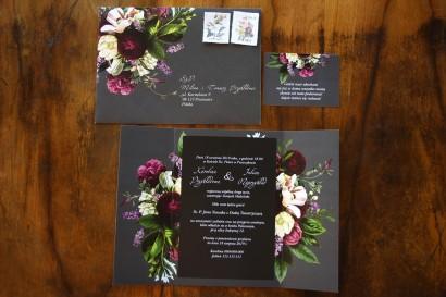 Zaproszenia ślubne z kwiatowym bukietem w stylu vintage w kolorystyce burgundu i purpury z dodatkiem zieleni