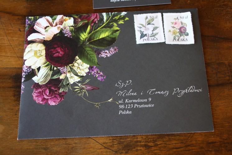 Koperta do zaproszeń ślubnych z kwiatowym bukietem w stylu vintage