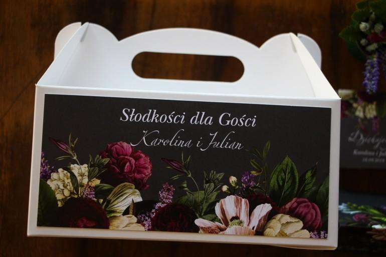 Prostokątne Pudełko na Ciasto weselne z kwiatowym bukietem w stylu vintage w kolorystyce burgundu i purpury z dodatkiem zieleni