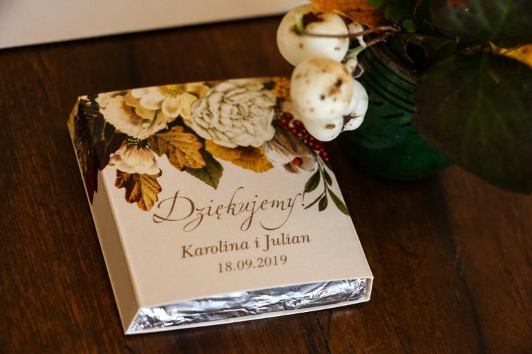 Podziękowanie dla gości weselnych w postaci mlecznej czekoladki, owijka z botanicznym bukietem w stylu vintage