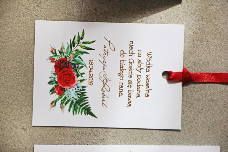 Ślubne zawieszki na butelki weselne ze złoceniem oraz czerwonymi różami i leśną paprocią - Cykade nr 2