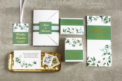 Zestaw próbny zielonych zaproszeń ślubnych ze złoceniem wraz z podziękowaniami