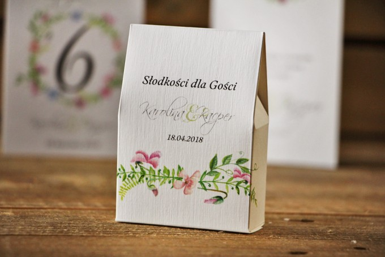 Pudełeczko stojące na cukierki, podziękowania dla Gości weselnych - Akwarele nr 4 - Pudrowe delikatne fiołki z zielenią