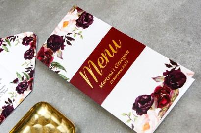 Burgundowe Menu weselne z różami, paprocią i eukaliptusem oraz złoceniem na okładce