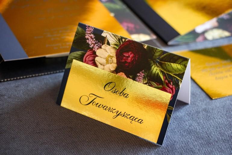 Złocone Winietki ślubne w stylu Glamour. Granatowa grafika z dodatkiem bukietu burgundowych i różowych kwiatów