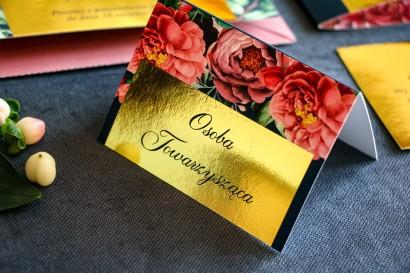 Złocone Winietki ślubne w stylu Glamour. Granatowa grafika  różowymi piwoniami i różami z dodatkiem zielonych liści