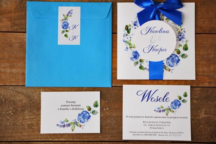 Zaproszenie ślubne z kokardą i kolorową kopertą - Akwarele nr 5 - Chabrowe kwiaty