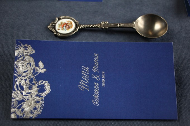 Granatowo - Srebrne Menu weselne ze srebrzeniem w stylu Glamour