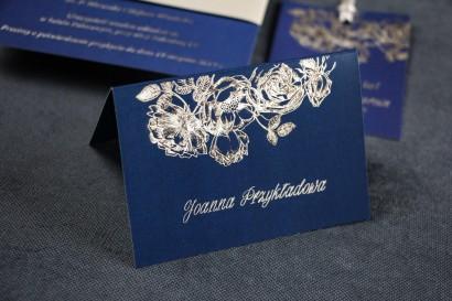 Granatowo - Srebrne Winietki na stół weselny w stylu Glamour ze srebrzeniem