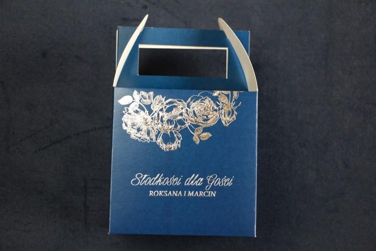 Granatowo - Srebrne Pudełko na Ciasto weselne ze srebrzeniem w stylu Glamour jako podziękowania dla gości.