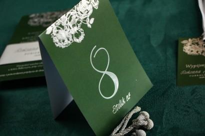 Zielono - Srebrne Numery Stolików weselnych w stylu Glamour ze srebrzeniem