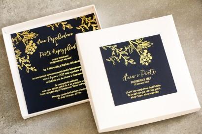 Granatowe zaproszenia ślubne glamour w pudełku – połączenie eleganckiego pudełka z granatem i złoconymi gałązkami