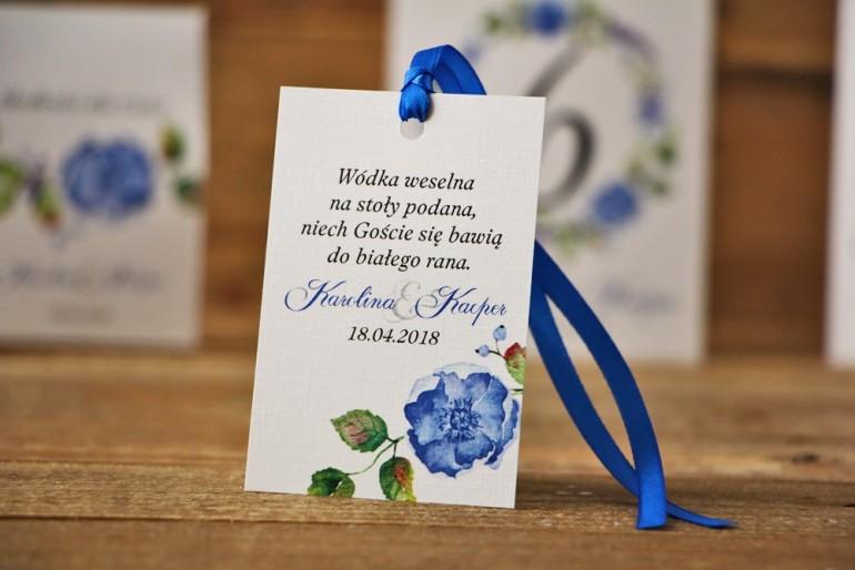 Zawieszka na butelkę, wódka weselna, ślub - Akwarele nr 5 - Chabrowe kwiaty i zieleń