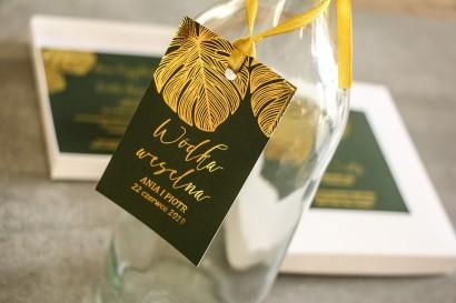 Złocone Zawieszki na butelki weselne w stylu Glamour. Eleganckie połączenie zieleni ze złoconymi liśćmi monstery