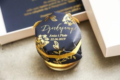 Słoiczek z miodem - podziękowanie dla gości w stylu Glamour. Eleganckie połączenie granatu ze złoconymi gałązkami