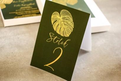 Złocone Numery stolików w stylu Glamour. Eleganckie połączenie zieleni ze złoconymi liśćmi monstery