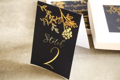 Złocone Numery stolików w stylu Glamour. Eleganckie połączenie granatu ze złoconymi gałązkami