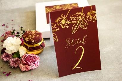 Złocone Numery stolików w stylu Glamour. Eleganckie połączenie bordo ze złoconymi gałązkami