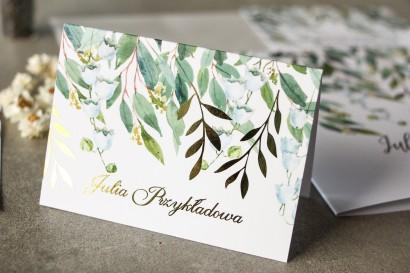Biało - zielone Winietki ślubne z konwalią i złoconymi gałązkami w stylu glamour