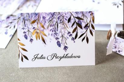 Fioletowe Winietki ślubne z wrzosami i złoconymi gałązkami w stylu glamour