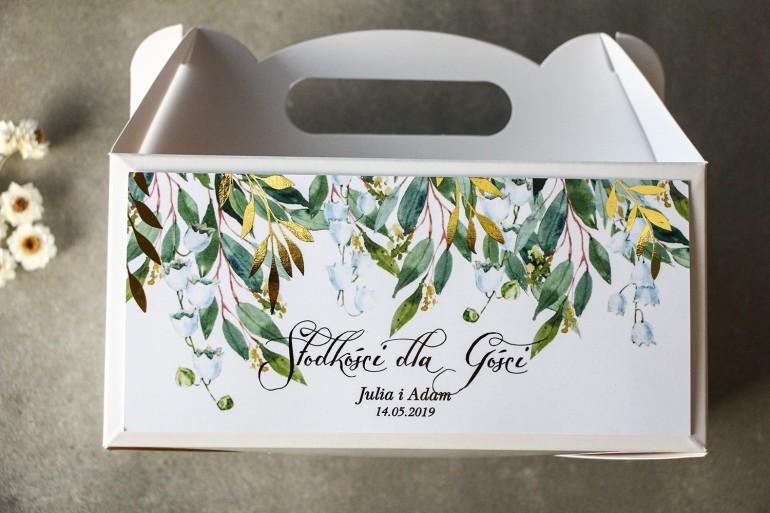 Biało - zielone pudełko na ciasto weselne z konwalią i złoconymi gałązkami w stylu glamour