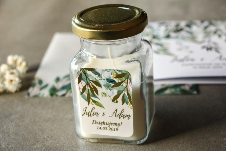 Świeczki - podziękowania dla gości weselnych w stylu Glamour. Biało - zielona etykieta z konwalią i złoconymi gałązkami