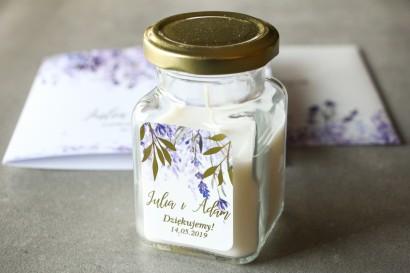 Świeczki - podziękowania dla gości weselnych w stylu Glamour. Fioletowa etykieta z wrzosami i złoconymi gałązkami