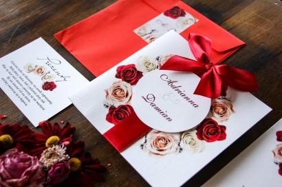 Zaproszenia ślubne w kolorowej kopercie - Bordowe zaproszenia ślubne z kremowymi i bordowymi różami