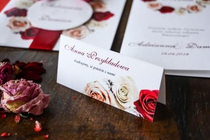 Bordowe Winietki ślubne z kremowymi i bordowymi różami