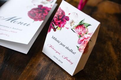 Podziękowania dla gości weselnych, pudełeczka na słodkości - Grafika z różowymi i amarantowymi piwoniami. Odcienie mocnego różu