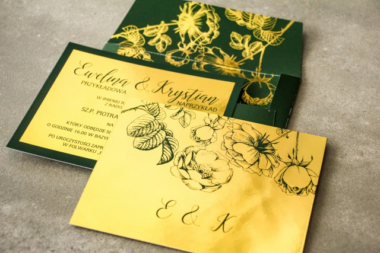 Zielone zaproszenia ślubne ze złoceniem grafiki róż oraz elegancka, zielona koperta ze złoceniem