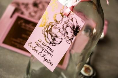 Różowe zawieszki na butelki weselne w stylu Glamour ze złoceniem grafiki róż