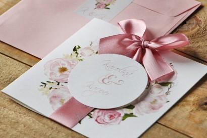 Zaproszenie ślubne z kokardą i kolorową kopertą - Akwarele nr 8 - Pudrowe piwonie