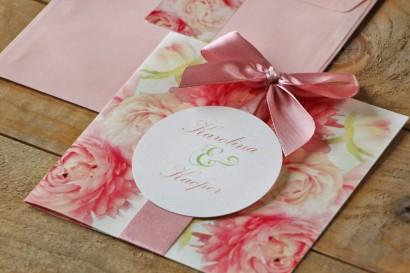 Zaproszenie ślubne z kokardą i kolorową kopertą - Akwarele nr 9 - różowe piwonie