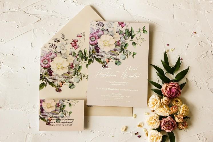 Kremowe zaproszenia ślubne w stylu glamour z delikatnym bukietem w stylu vintage