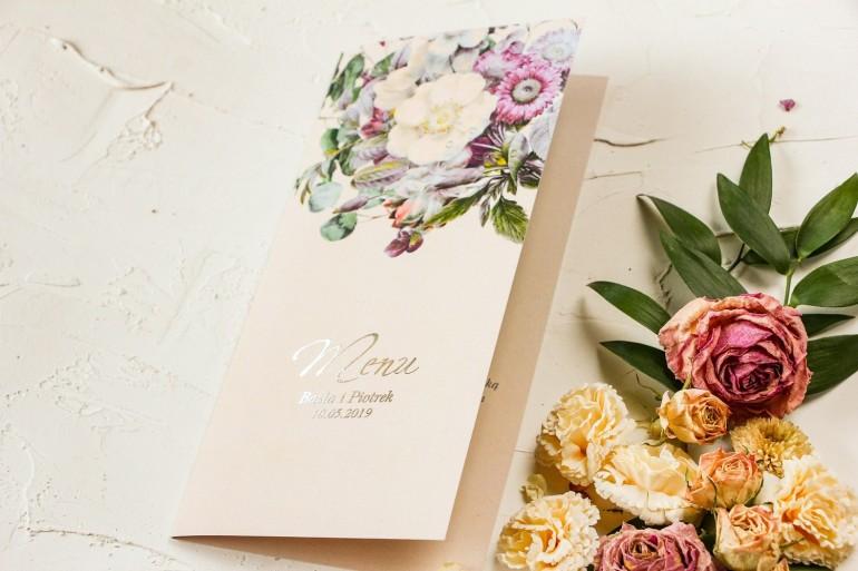 Kremowe Menu ślubne w stylu glamour z delikatnym bukietem w stylu vintage – kremowe i różowe kwiaty