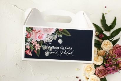 Granatowe Prostokątne Pudełko na Ciasto Weselne z piwonią w stylu glamour ze srebrnym tekstem