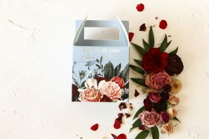 Kwadratowe Pudełko na Ciasto Weselne w stylu glamour ze srebrnym tekstem – przygaszony niebieski kolor