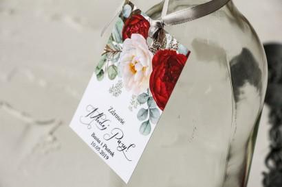 Zawieszki na butelki weselne z burgundowymi i różowymi piwoniami w stylu glamour ze srebrnym tekstem