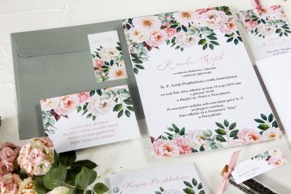 Różowe zaproszenia ślubne z różowymi piwoniami i daliami